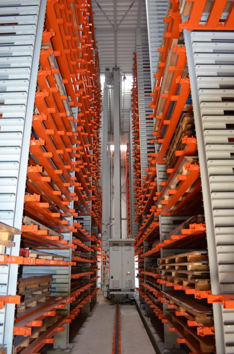 The Uniline in-line storage system from Kasto, which has a compact, narrow footprint, provides up to 750 storage locations for bar stock, flat goods and bulky goods with lengths of up to six metres and a maximum height of one metre.