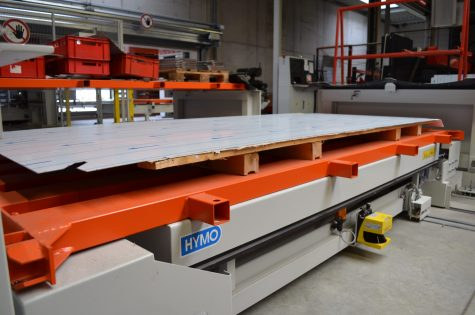 Inside there are three output stations for system pallets of different sizes.